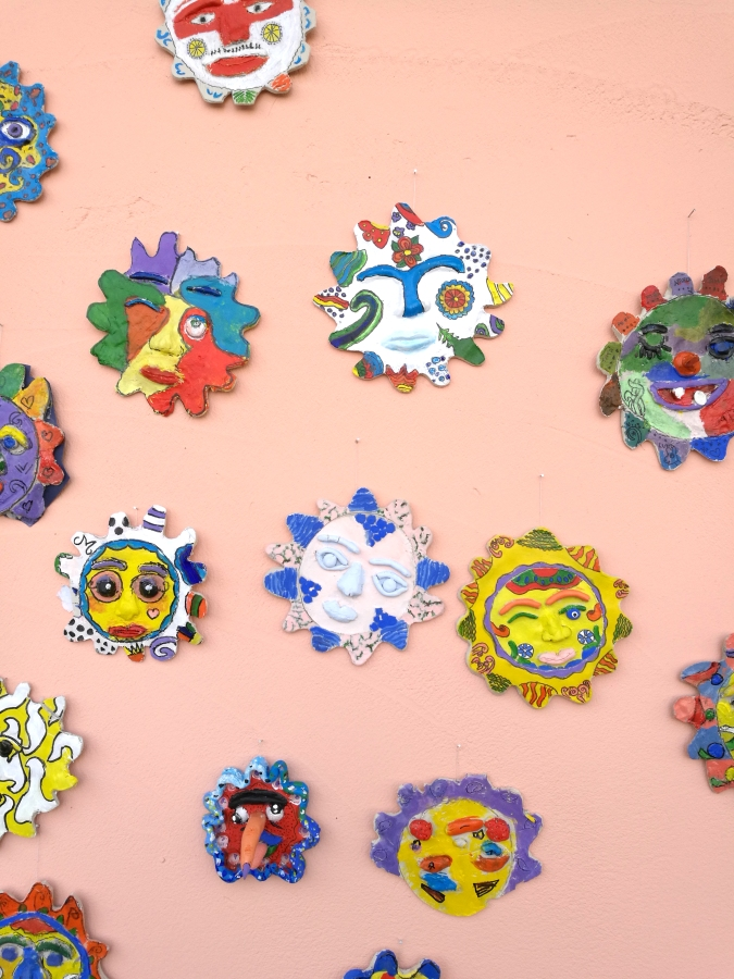 Mural de soles mejicanos encerámica